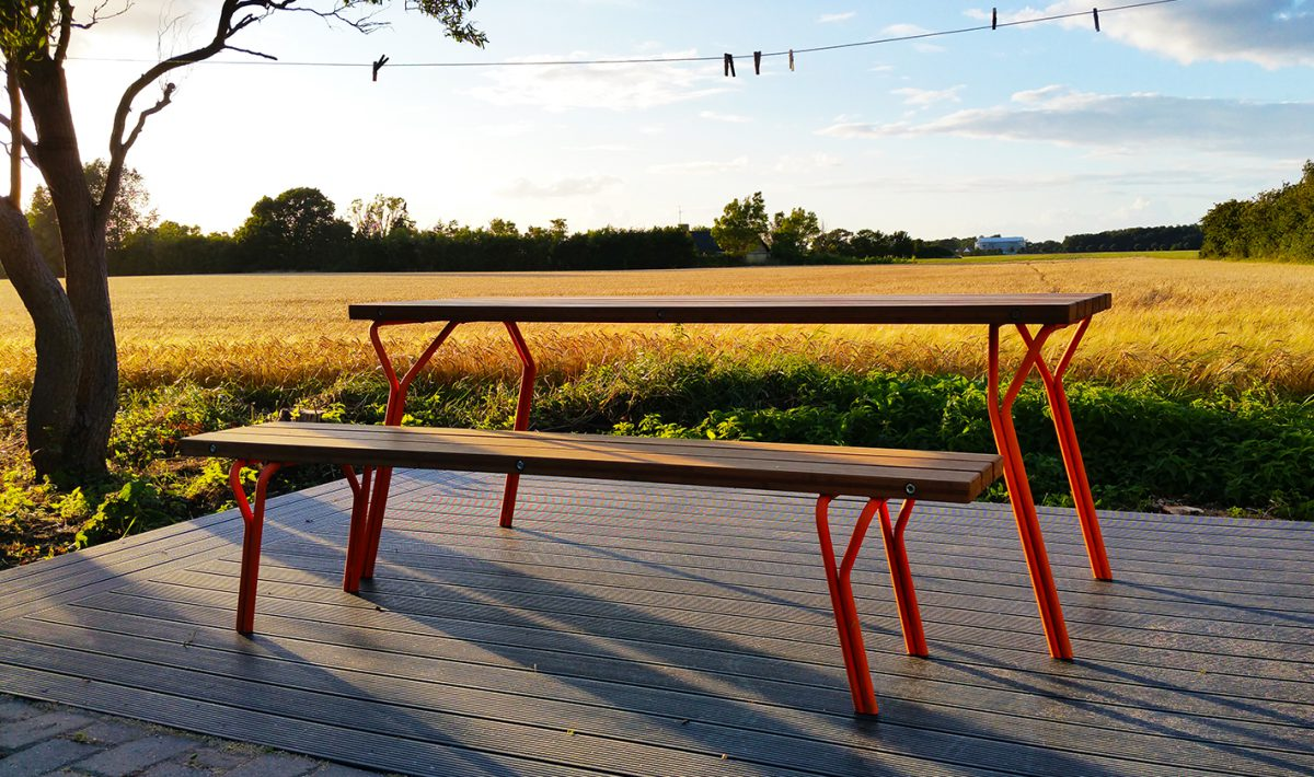 STRASCHNOW GARDEN TABLE AND BENCH 1